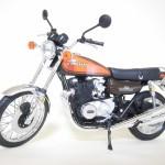 アオシマ – スカイネット 1/12 完成品バイク Kawasaki 750RS (Z2)